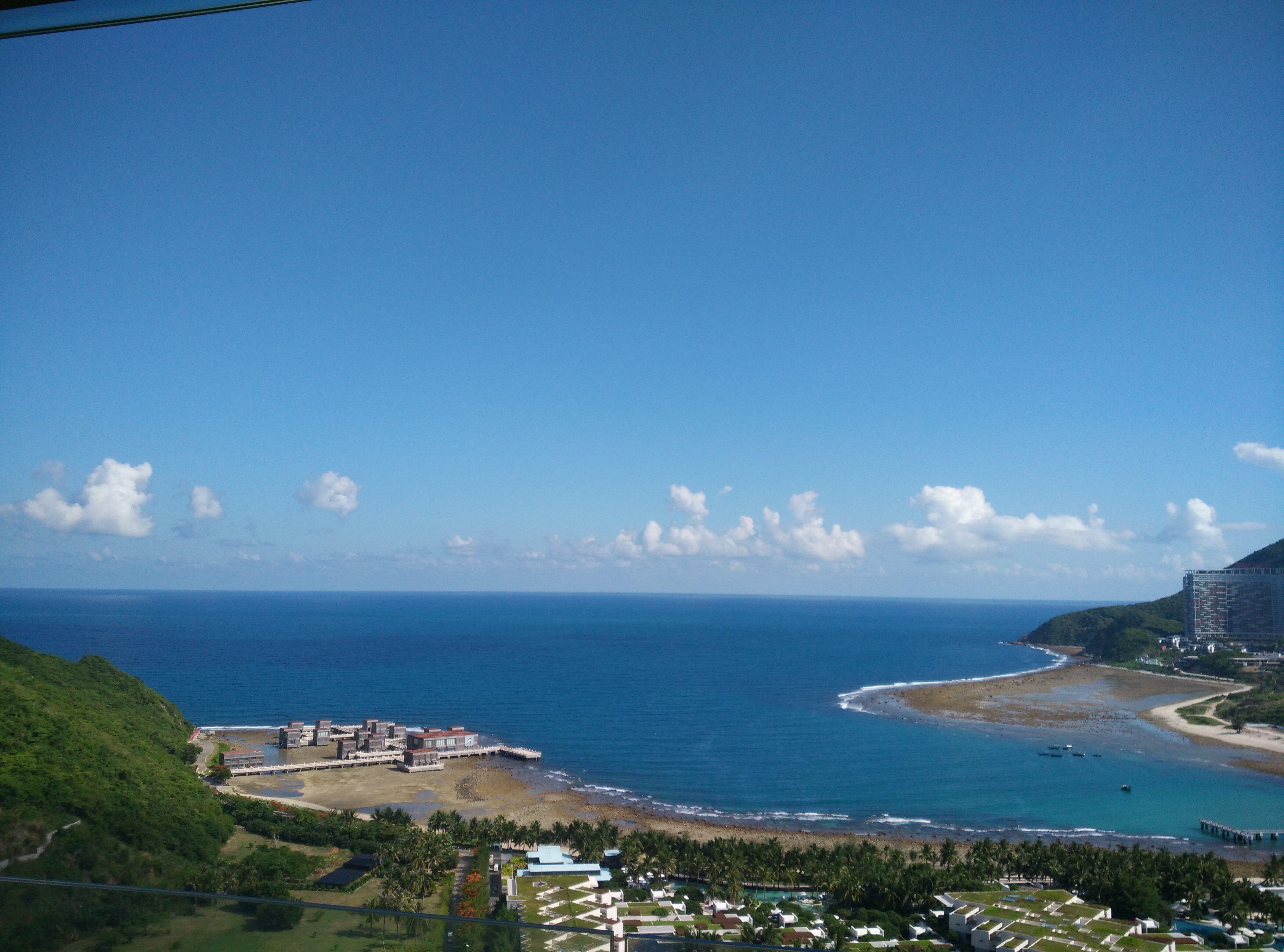 三亚海蓝蓝海景公寓位于美丽的大东海旅游区黄金地带的瑞海豪庭小区