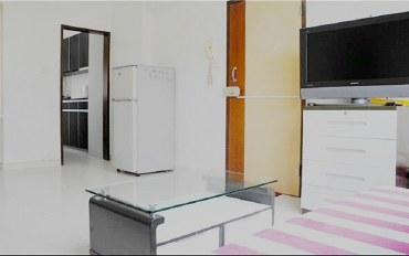 香港酒店公寓住宿:旺角地铁口三房两卫宽敞公寓