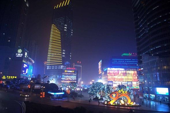 重庆江北区观音桥步行街铂蓝·江岸公馆