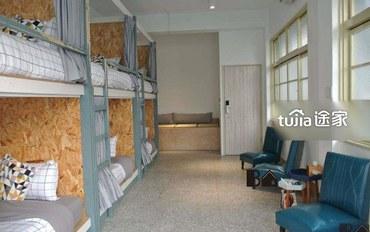嘉义酒店公寓住宿:书旅拾光 上下铺六人房