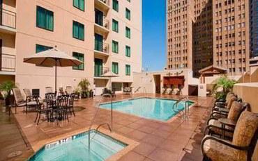 圣安东尼奥酒店公寓住宿:圣安东尼奥市中心河畔希尔顿合博套房公寓