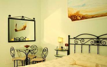 那不勒斯酒店公寓住宿:乌姆本托首选艺术B&B套房
