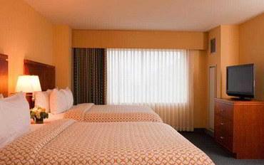 波士顿酒店公寓住宿:波士顿洛根机场大使套房公寓