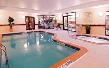 印第安納波利斯酒店公寓住宿:印第安纳波利斯费希尔斯SpringHill 套房