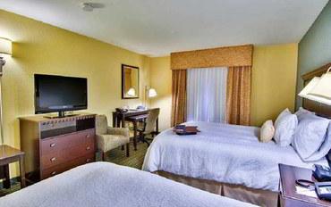 萨克拉门托酒店公寓住宿:西萨克拉门托汉普顿套房