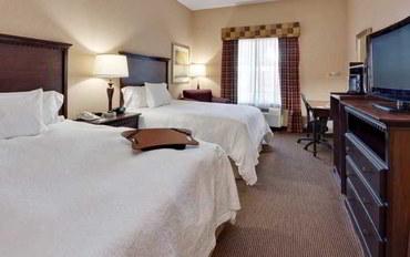 萨克拉门托酒店公寓住宿:萨克拉门托纳托马斯机场恒庭套房