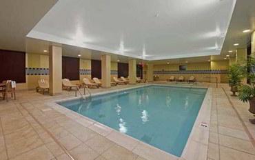 印第安納波利斯酒店公寓住宿:印第安纳波利斯机场汉普顿套房