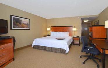 里诺酒店公寓住宿:卡森城汉普顿套房