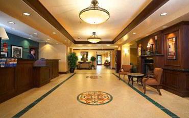 萨克拉门托酒店公寓住宿:萨克拉门托埃尔克格罗夫拉圭那I-5汉普顿套房