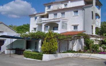 克瓦内尔湾酒店公寓住宿:杰斯蒂克公寓