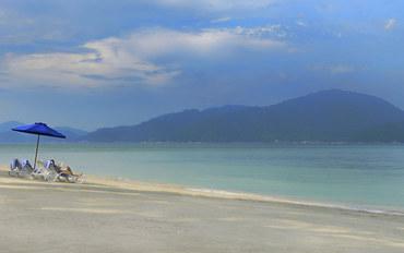 邦咯岛和吡叻酒店公寓住宿:瑞士风花园海滩度假村