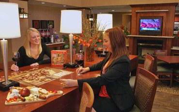 加州酒乡酒店公寓住宿:温莎索诺玛酒乡恒庭套房