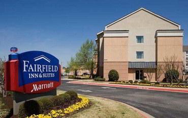 费耶特维尔(阿肯色州)酒店公寓住宿:罗杰斯费尔菲尔德套房
