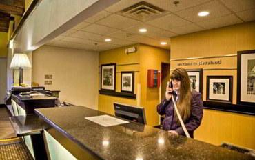 克里夫兰酒店公寓住宿:克利夫兰机场/米德堡高地恒庭旅馆及套房