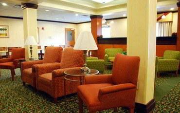 萨凡纳酒店公寓住宿:万豪费尔菲尔德海恩斯维尔-斯图尔特堡套房