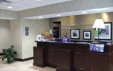 萨凡纳酒店公寓住宿:萨凡纳I-95南盖特韦恒庭套房