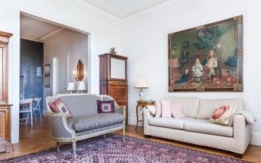巴黎酒店公寓住宿:巴黎铁塔一卧一浴清新典雅公寓