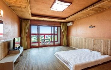 济州岛酒店公寓住宿:豪华杉木黄土房一居#B