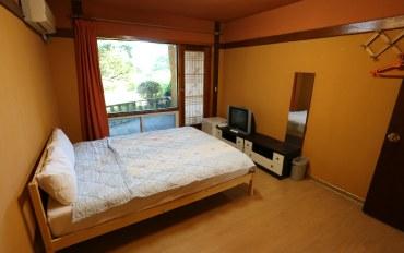 济州岛酒店公寓住宿:可欣赏庭院的淡雅2人床房