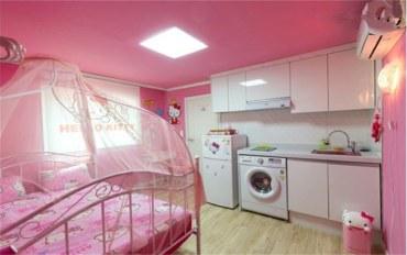 韩国酒店公寓住宿:近地铁站的hello Kitty大床间