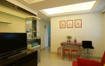 香港酒店公寓住宿:舒适两房阳台6-7人,一分钟到达地铁站