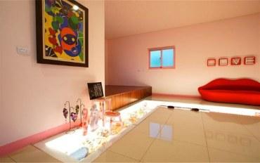 台东酒店公寓住宿:小瓢虫红唇主题蜜月房两大床