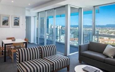 黄金海岸酒店公寓住宿:冲浪者天堂希尔顿24楼高层城景豪华公寓
