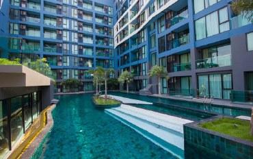 芭提雅酒店公寓住宿:精美阳台和泳池景观 公寓