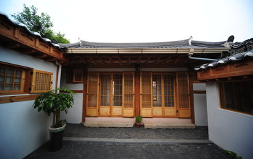 韩国酒店公寓住宿:雅致复式三人地暖房
