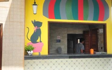 巴厘岛酒店公寓住宿:沙努尔传统市场旁的彩绘小屋