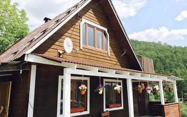 伊尔库茨克酒店公寓住宿:贝加尔湖畔小木屋