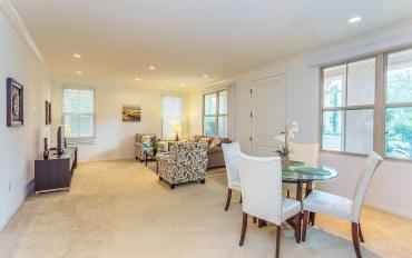 尔湾市酒店公寓住宿:舒适两房公寓靠近伍德伯里镇中心