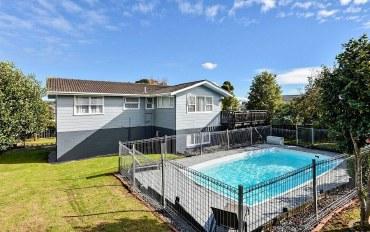 新西兰酒店公寓住宿:奥克兰泳池别墅
