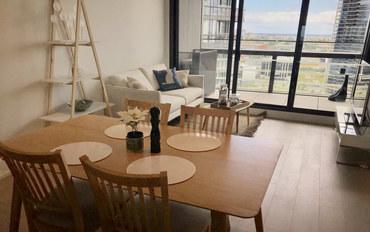 墨尔本酒店公寓住宿:日落水景+免费停车/电车/泳池/健身房等