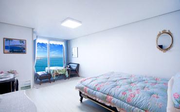 江陵酒店公寓住宿:可看到江陵海景的清新公寓