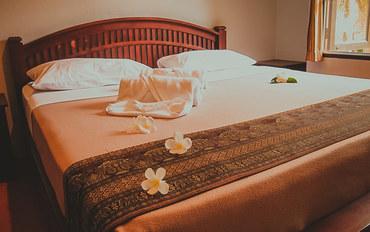 普吉岛酒店公寓住宿:鲜花别墅酒店豪华大床房