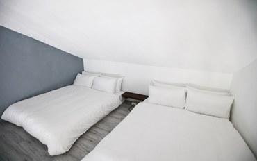 屏东(垦丁)酒店公寓住宿:牛奶糖民宿旅行书房双床房