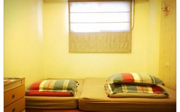 台南酒店公寓住宿:六圆南重庆森林民宿三人套房