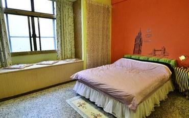 台中酒店公寓住宿:在附近背包客民宿有窗大床房