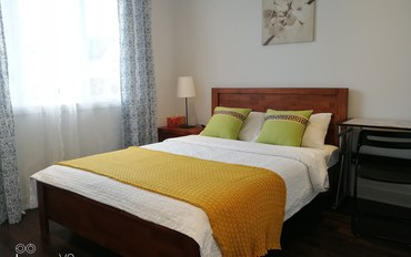 蒙特利尔酒店公寓住宿:联排别墅里的一个漂亮干净温馨的房间